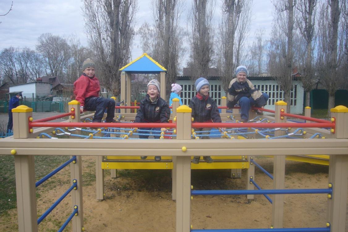 Фонд установил детский игровой комплекс в детском доме г. Лебедянь