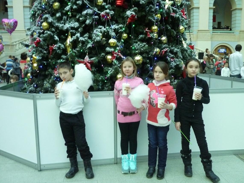В январе 2015 года Фонд организовал новогодние представления для детей-сирот