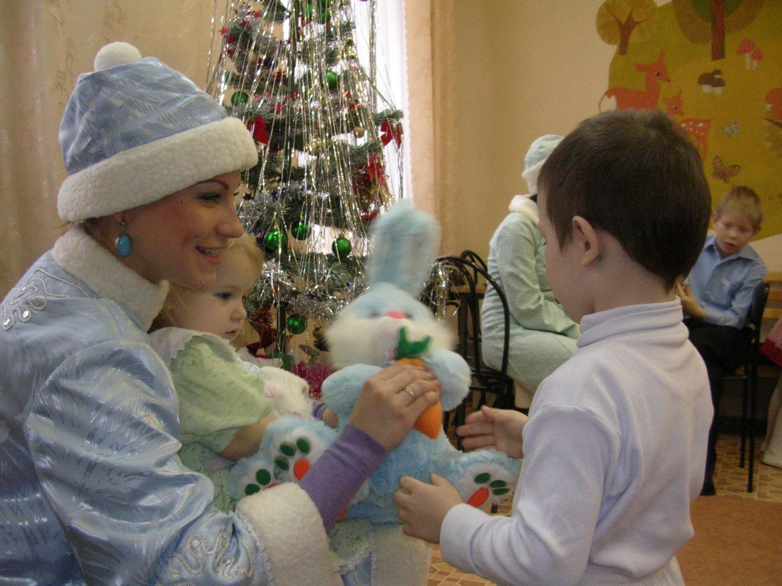 Что подарить детям-сиротам на Новый год