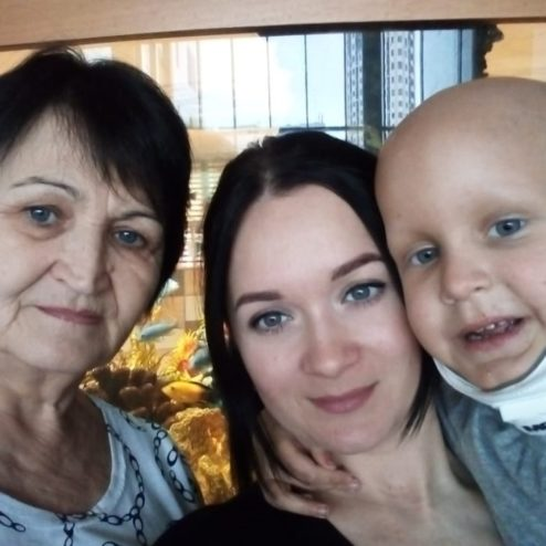 Викулов Женя 4 года с мамой и бабушкой